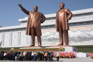 Golden statues of Kim Il-Sung and Kim Jong-Il